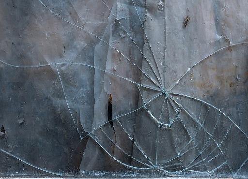 ガラス ひび割れ